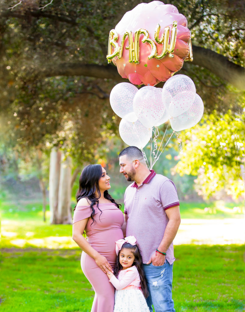 parents waiting for a baby photography